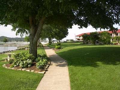 grounds walkpath