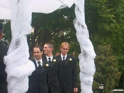 Stu, Jason, and Curt walking in... (photo courtesy of Uncle Greg)