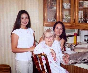 Rikkele, Jami, and their Grandma