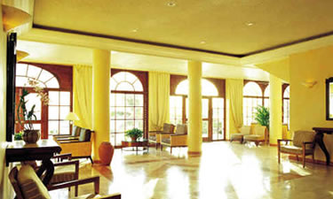 Check out this lobby! Needless to say, we were very impressed when we first walked inside.